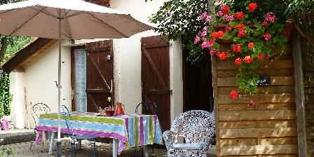 Gite Les Chataigniers de Florac > la terrasse du gite