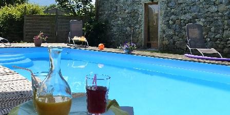 Les Chataigniers de Florac Détente à la piscine chauffée de mai à octobre