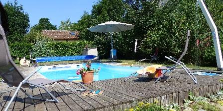 Les Chataigniers de Florac Détente à la piscine