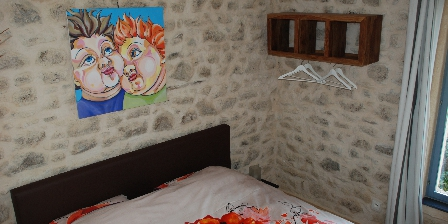 Shenmen Une chambre avec un lit double de 1,80 x 2 m