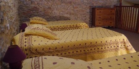 Le Mas de Dumas 3 lits en mezzanine chambre murier