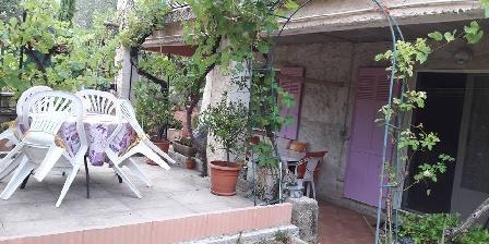 Gite Ma Vie La > petite terrasse sous les oliviers
