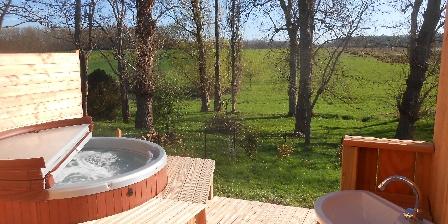 Tournonzen Gîte Acacia Le spa en pleine nature!