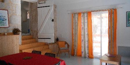 Tournonzen Gîte Acacia Le salon-salle à manger