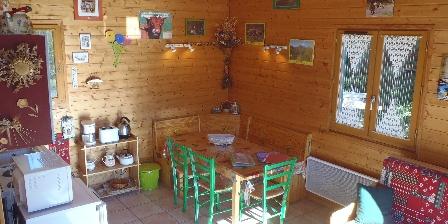 Location de vacances Les Chalets de La Vigne Grande > coin cuisine repas