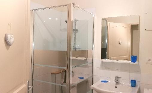 bed & breakfast Doubs - the bathroom