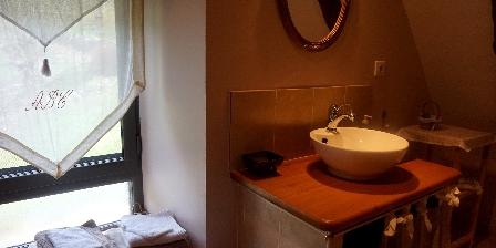 Le Domaine de La Rousselie Salle de bain châtaigneraie
