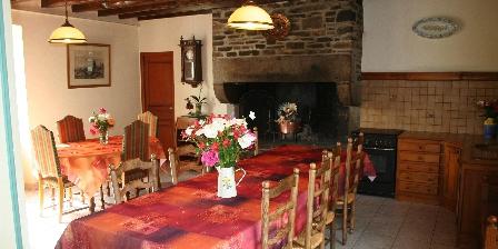 Domaine de La Roche Salle à manger avec cheminée