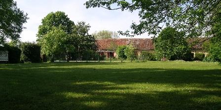 Domaine de Bellevue Cottage - Cabane perchée Le parc et la maison d'hôtes