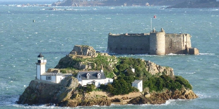 L'ensouleiado L'ïle Louët et le Château du Taureau