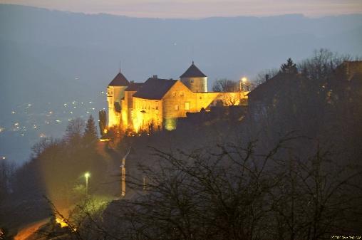 à 5 mn  Belvoir petite cité de caractère, le château