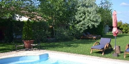 Gîte Le Jas de Berrias Le gîte et la piscine