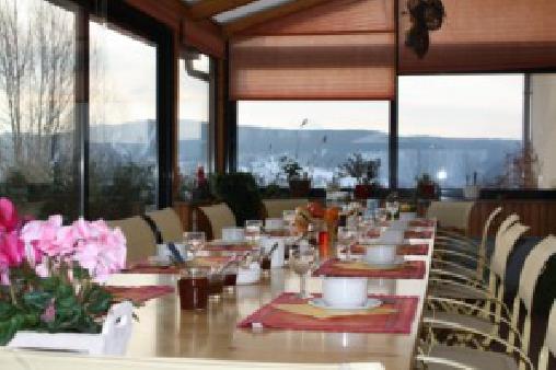 Chambre d'hote Vosges - Le petit déjeuner sous la véranda
