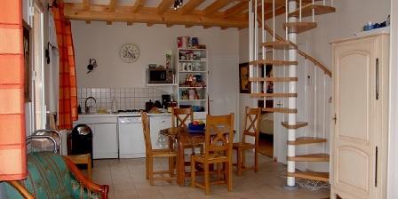 La Vigneraie de Fuissé The livingroom and the kitchen