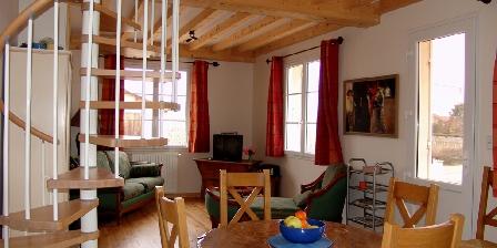 La Vigneraie de Fuissé The livingroom with  the eatingtabel