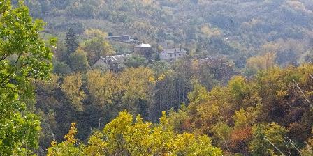 Gîte Petit Château de Roquetaillade Un parti de Roquetaillade visible dans l'automne