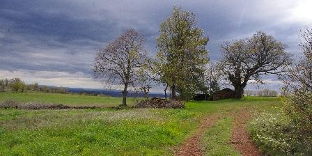 Gîte Petit Château de Roquetaillade La causse rouge en haut de Roquetaillade et Castelmus