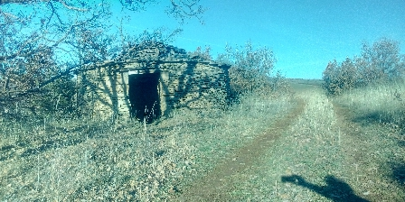 Gîte Petit Château de Roquetaillade Cazelle sur la causse rouge côté Compregnac