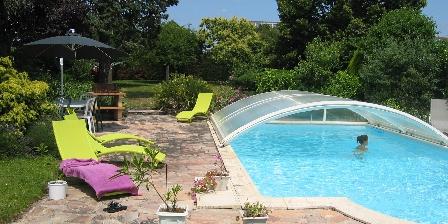 Les Lauriers de Cantenay La piscine