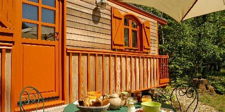 Domaine de La Mésange Petits déjeuners sur la terrasse de la roulotte