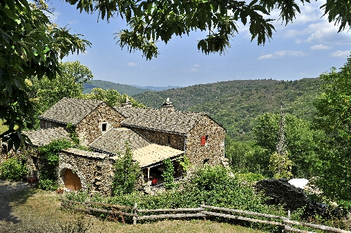 bed & breakfast Lozère - View on the mas source of castagnols