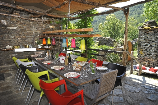 bed & breakfast Lozère - dining terrace source Castagnols
