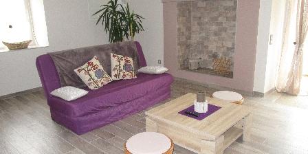 Gite Gîte Le Refuge de La Chouette > salon avec canapé clic clac