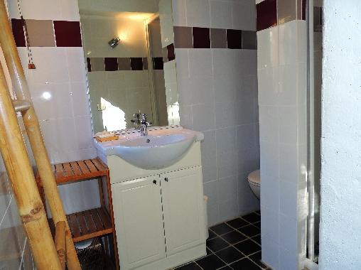 Chambre Aubergine salle d'eau