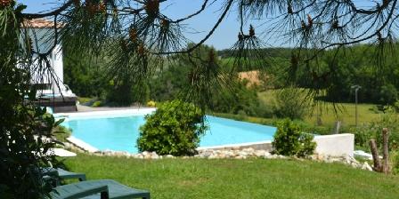 La Cadanellau La piscine fondue dans le décor naturel