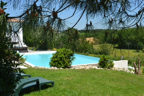 Chambre d'hote Tarn-et-Garonne - La piscine fondue dans le décor naturel