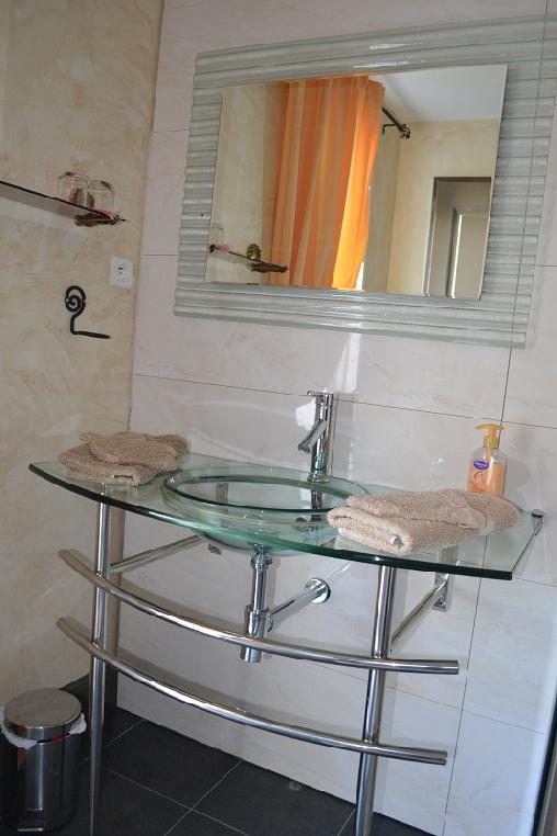 Chambre d'hote Tarn-et-Garonne - Salle de bains JONQUILLE