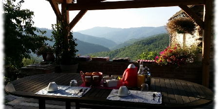 Oustaou de Joséphine Oustaou de Joséphine petit dejeune sur la terrasse