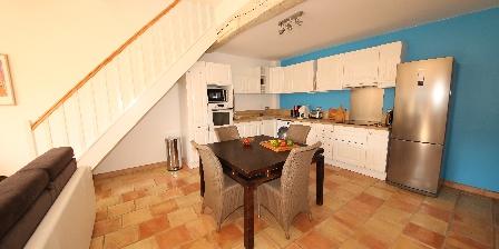 Villa Pagnol Iris duplex kitchen