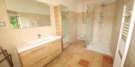 Villa Pagnol Iris duplex bathroom