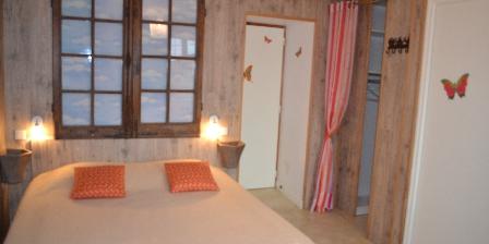 Gîte rural de La Chassière Salle-de-bain 1, 2 lavabos, douche