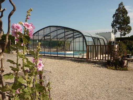 piscine couverte et chauffée de mi-avril à fin octobre