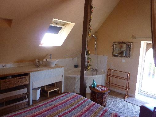 Chambre avec bain gîte Longère