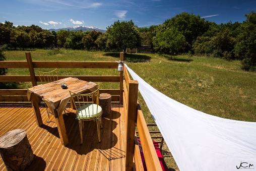 La terrasse de la yourte, vue sur le Canigou