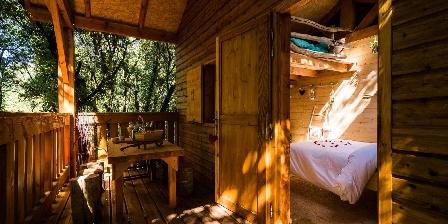 Le Mas Cabanids La terrasse ombragée de la cabane