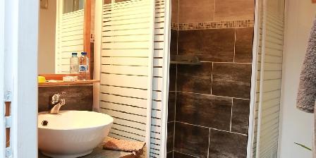 Chambre d'hotes Les Passiflores > Salle d'eau chambre Anis