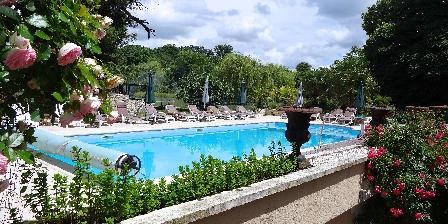 Location de vacances Chateau Les Vallees > Piscine chauffée 15 X 9