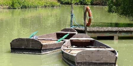 Chateau Les Vallees Barques Promenade sur le lac