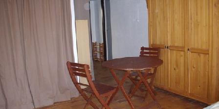 Chambre D'hôte 2 Pièces (+30 M2) au Calme 1 à 5 Personnes Chambre D'hôte 2 Pièces (,30 M2) au Calme 1 à 5 Personnes, Chambres d`Hôtes Six-fours (83)