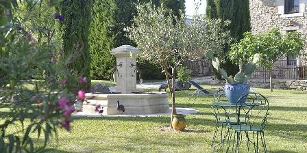 La Grange de Mailhac Le jardin des chambres d'hôtes de la Grange de Mailhac