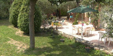 Au Jardin des Oliviers Au Jardin des Oliviers, Chambres d`Hôtes Piolenc (84)