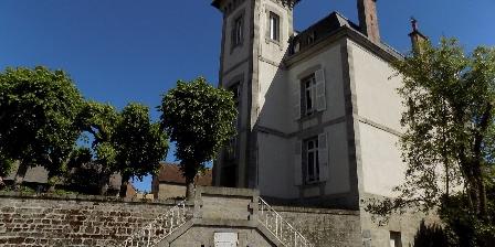 La Demeure De Louis Vue du manoir depuis les jardins ...