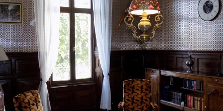 La Demeure De Louis Salon cosy, tout en boiserie