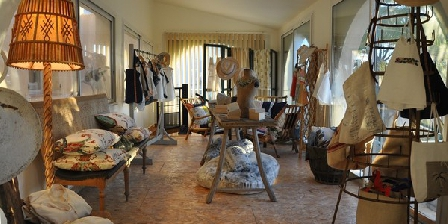 Chambre D'hôtes Les Habits Neufs Chambre D'hôtes Les Habits Neufs, Chambres d`Hôtes Savary-sur-mer (83)