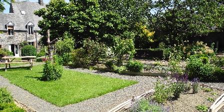 La Maison d'Isaphil Le jardin de la Maison d'Isaphil est un enchantement perpétuel