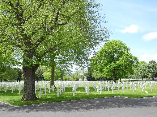 Le cimetière américain de Montjoie Saint-Martin, à 2 km